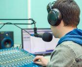Francisco Aguirre, de Grupo Radiocentro, se adjudica canal de tv; pagó $425.9 millones