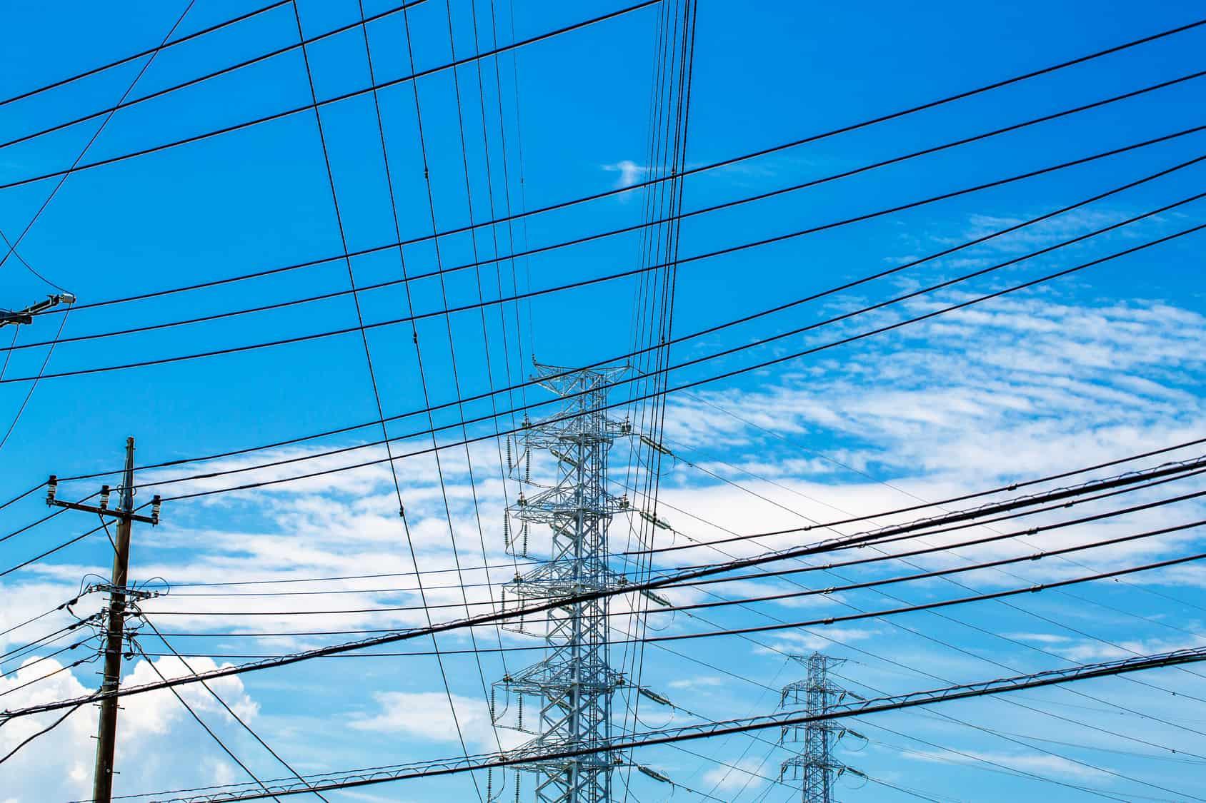 SCT informó anoche que la red carretera del país, aeropuertos, puertos, sistema ferroviario y telecomunicaciones federales trabajaban con regularidad.
