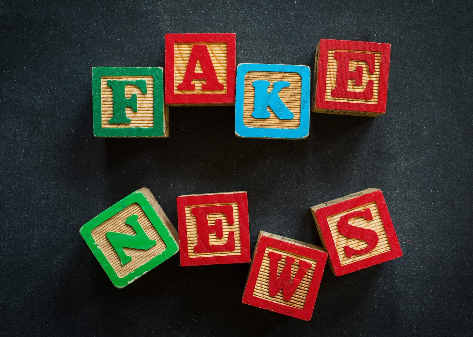 Trump amenazó con revocar la licencia de transmisión a la cadena de televisión NBC y otros medios de prensa a los que acusa de emitirnoticias falsas.
