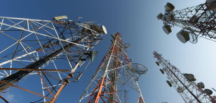 Se registra un ligero ascenso en la contratación de líneas móviles para la conectividad, a pesar de su elevada penetración entre la población.