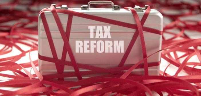 Donald Trump promulgó la reforma fiscal más importante que se haya convertido en ley en los últimos 31 años.