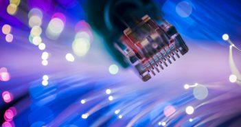 La banda ancha ha sido dinámica debido a la evolución de las capacidades y aparición de nuevas tecnologías de transmisión de datos por internet.