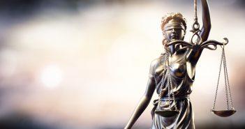 La Corte confirmó los artículos 2 y 3, que señalan que se podrá ejercer cuando la información publicada en un medio sea 'falsa o inexacta'