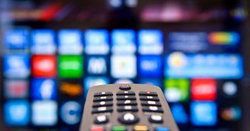 La compañía estadounidense se encuentra revisando su cartera para encontrar formas que ayuden a reducir su deuda, la cual aumentará si concreta la compra de Time Warner.