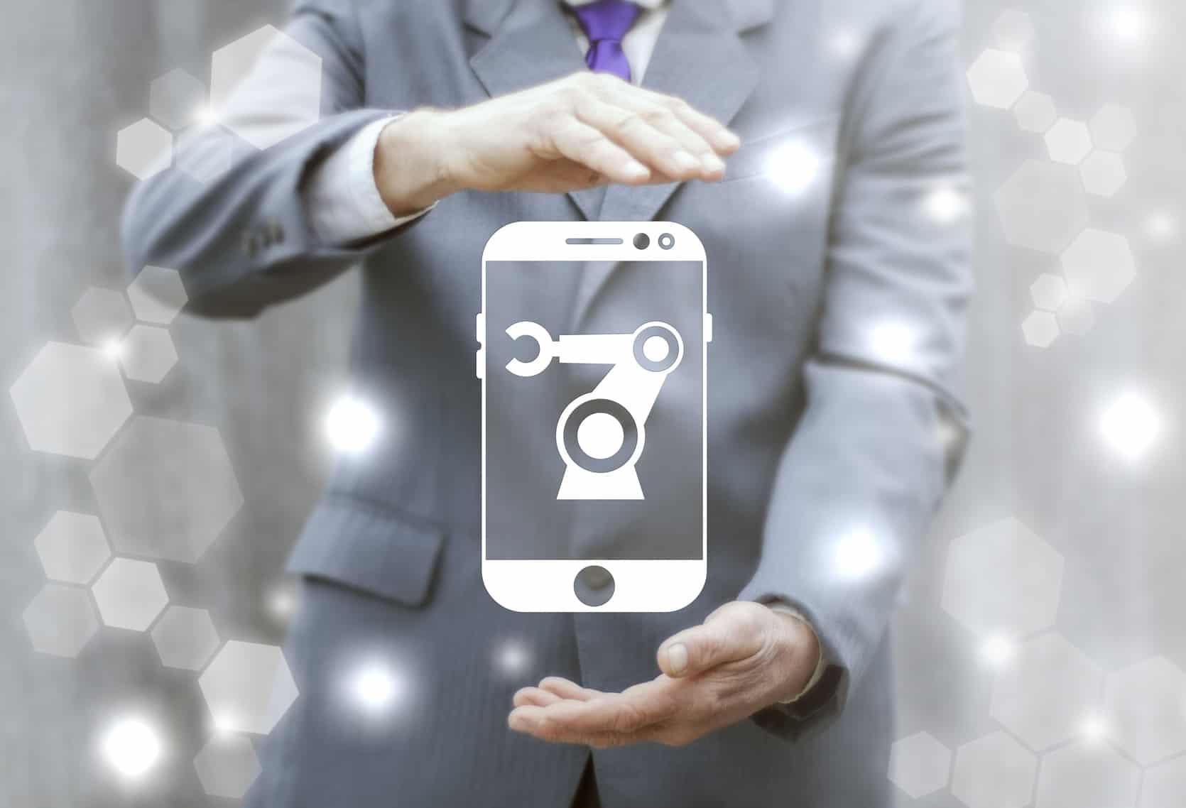 Una vez que arranque la Red Compartida,Axtelplanea agregar unOperador Móvil Virtual (OMV)a su oferta de servicios, el cual estaría enfocado al segmento empresarial, comentó este jueves Julio Salinas Lombard, director de Comunicación Corporativa de la compañía.