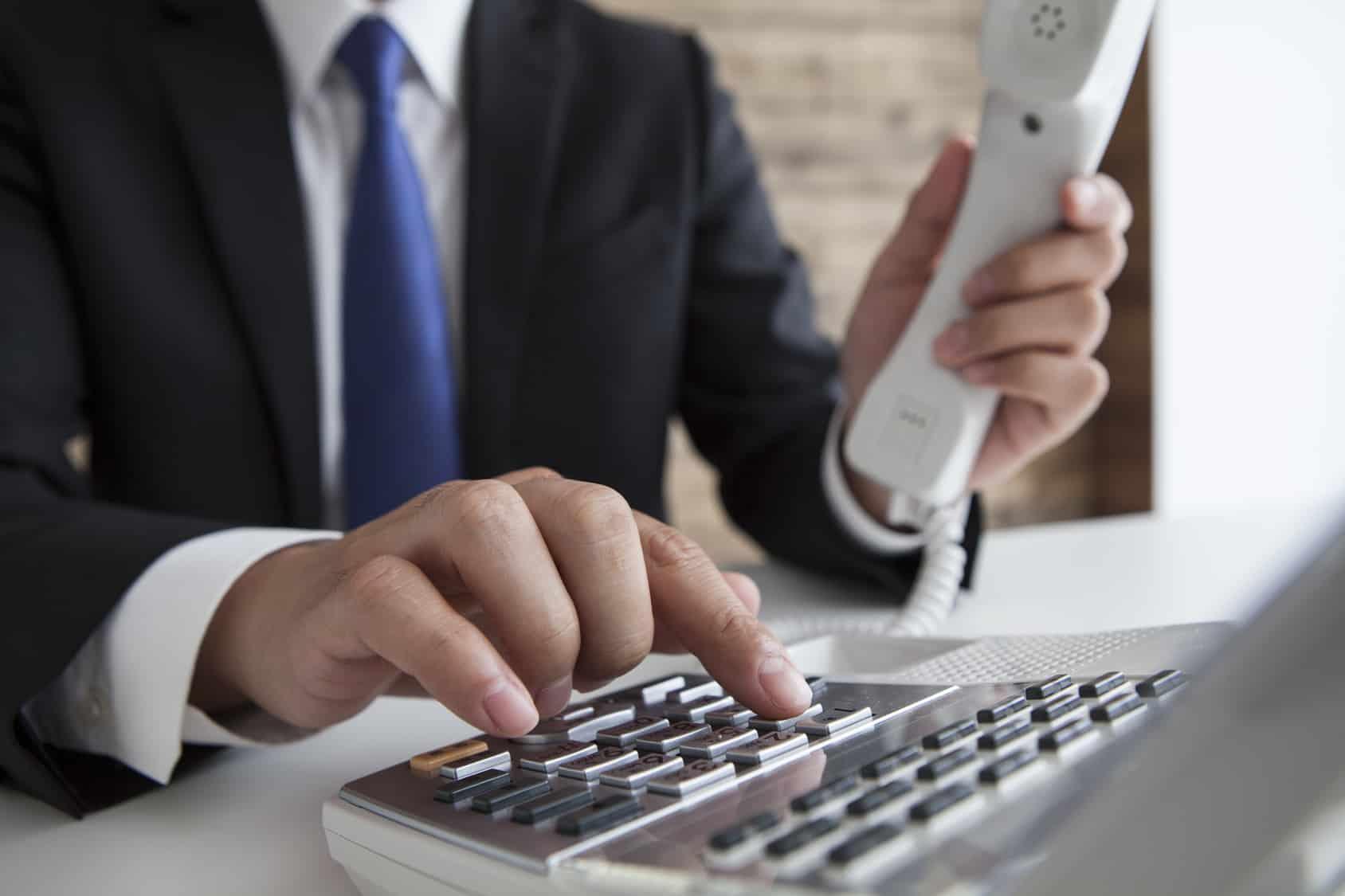"""América Móvil anunció que impugnará el plan de separación funcional de Teléfonos de México (Telmex) y Teléfonos del Noreste (Telnor), ordenado por el Instituto Federal de Telecomunucaciones, debido a que se trata de un esquema que difiere al presentado por la empresa, y los precios establecidos por el regulador para la prestación de servicios son """"substancialmente"""" más bajos que los referentes internacionales."""