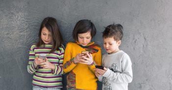 Los niños recurren a la tecnología para la mayor parte de sus juegos.