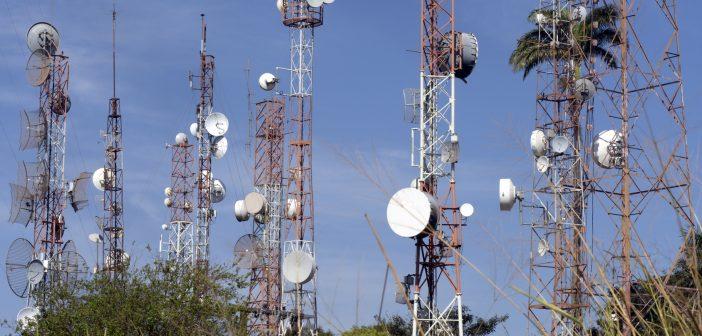Aumentar la conectividad y concretar la red compartida, la red troncal, el programa México Conectado, y compartir postes de la CFE.