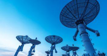 La herramienta permite visualizar características técnicas de las estaciones, como potencia, transmisión, altura de las antenas, entre otros elementos.