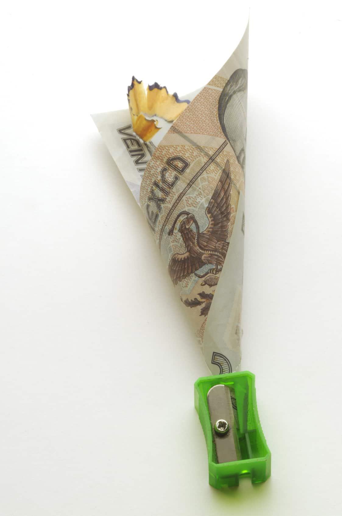 La discusión se ha centrado en la disminución de los salarios de la alta burocracia y la eliminación de prestaciones muy onerosas para el Estado