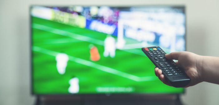 Más de 13% fue la diferencia en audiencia con el que Grupo Televisa, que presideEmilio Azcárraga Jean, superó a Televisión Azteca en la reciente transmisión del partido amistoso de futbol entre las selecciones de México y Uruguay.