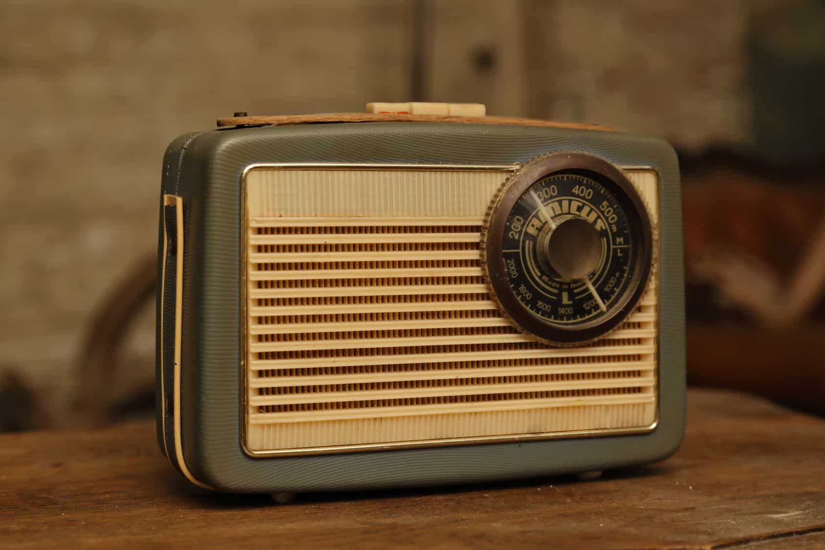 los radiodifusores de provincia y una asociación llamada Radio Independiente, ambos afiliados a la CIRT