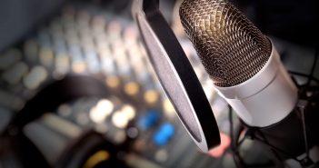 En la configuración actual del sector de la radiodifusión encontramos a los medios privados o comerciales, los medios oficiales del Estado