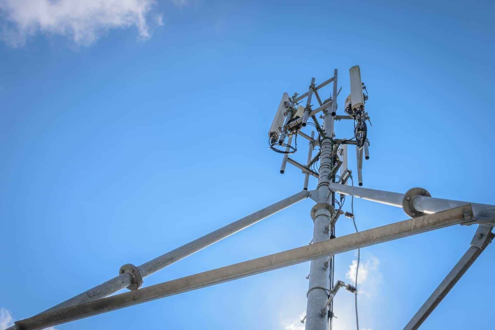 AMX alcanzó un acuerdo para la adquisición de las operaciones de Telefónica en Guatemala y El Salvador por un monto, en conjunto.