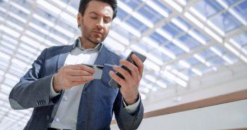 Ifetel informó que el uso de Internet fijo o móvil para realizar compras por Internet y transacciones bancarias fue mayor entre los hombres.