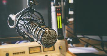 La Segob, como uno de los reguladores de la radiodifusión, se encuentra en un periodo de análisis y acción para dar un cauce apropiado al combate de estaciones ilegales o piratas.