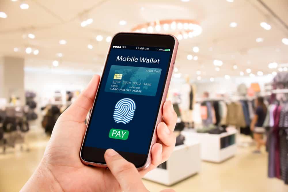 De acuerdo con la ENIF 2018 realizada por el INEGI, el 87.5% de los adultos mayores de 18 años usan efectivo para liquidar compras por más de 500 pesos.
