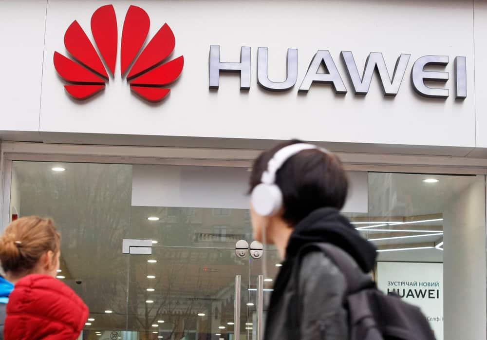 Huawei produce muchos bienes de la cadena de valor de las telecomunicaciones.
