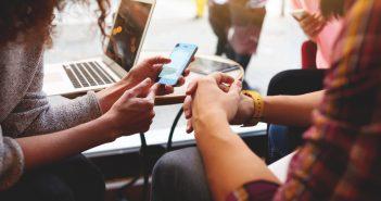 solo 53 de cada 100 hogares mexicanos cuenta con conexión a internet, cifra muy por debajo de los niveles de penetración logrados por otros países