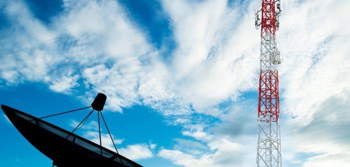 Tanto la radio y la televisión abiertas como los servicios de telecomunicaciones son considerados por nuestra Constitución como servicios públicos.