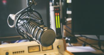 Radios enfrentan a evangélicos con IFT; el Instituto se deslinda de actos de extorsión