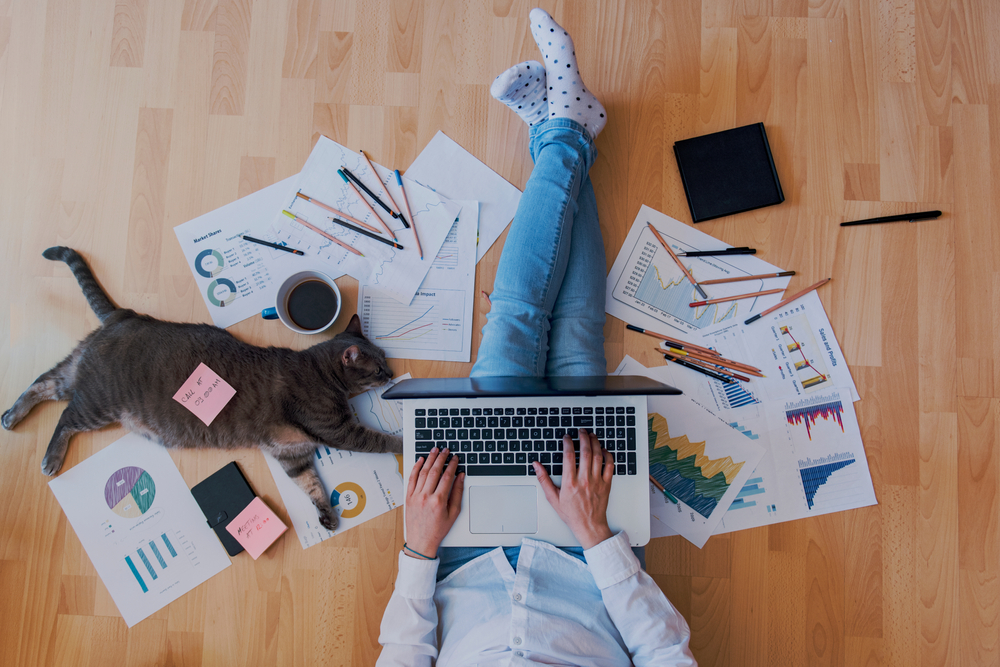 Home office: ¿Qué pasa si tu empresa no paga los servicios de internet y luz?